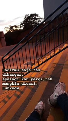 Rude Quotes, Quotes Rindu, Tumblr Quotes, Text Quotes, Short Quotes, Mood Quotes, Daily Quotes, Qoutes, Hight Light