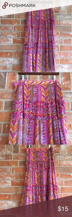 """Fully Lined Skirt Plus Size 16 This skirt is in EUC. It measures 18"""" side to side at top of waist and is 33"""" long. It's 100% polyester. W Skirts Midi"""