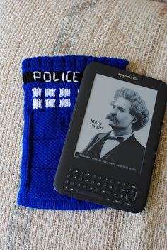 Tardis Kindle Case you ca knit. A collection of Doctor Who yarn projects that are cooler than bow ties (which are really cool) Offbeat Home. Pin leads back to how to find free patterns on this.
