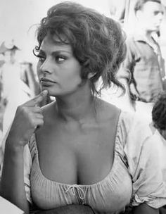 sophia loren: 2 thousand results found on Yandex.Images Hollywood Stars, Classic Hollywood, Old Hollywood, Divas, Beautiful Celebrities, Beautiful People, Beautiful Women, Loren Sofia, Sophia Loren Images