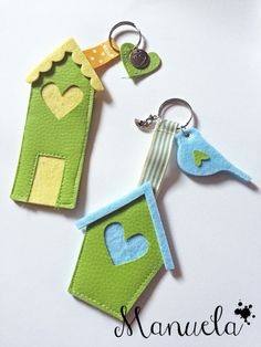 Portachiavi New Crafts, Diy And Crafts, Diy Projects To Try, Sewing Projects, Diy Wedding Shoes, Halloween Arts And Crafts, Pictures Plus, Felt House, Emoji Images