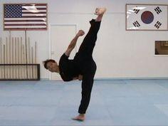 Taekwondo Resistance Tube Balance Training (taekwonwoo)