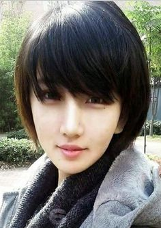 Asian Bob Haircut 2019 - Get inspired with these splendid hair styles! These haircut 2019 for men dan women can be clean cut for work or edgy for play. Chinese Bob Hairstyles, Asian Hairstyles Women, 2015 Hairstyles, Short Hairstyles For Women, Asian Short Hair, Short Hair Styles Easy, Short Hair Cuts, Medium Hair Styles, Asian Bob