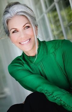 68 Ideas For Hair Color Grey Highlights Going Gray Older Women Source by Blueshar Hair makeup aging gracefully Going Gray Gracefully, Aging Gracefully, Silver Grey Hair, White Hair, Gray Hair, Hair Spray Paint, Grey Hair Inspiration, Grey Wig, Peinados Pin Up