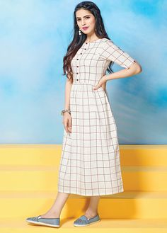 White blended cotton kurti flaunts printed check patterned body, along with bead buttons on the front that makes your look stylish. Printed Kurti Designs, Simple Kurti Designs, Salwar Designs, Kurti Neck Designs, Dress Neck Designs, Kurta Designs Women, Frock For Women, Party Dresses For Women, Casual Frocks