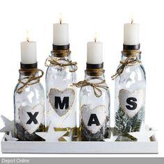 """Das Set """"Adventskranz Modern"""" von Depot ist ein origineller Adventskranz und enthält ein Tablett, eine Lichterkette, vier Flaschen mit Kerzenhaltern, Dekosterne …"""
