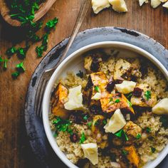 Roasted Roots Power Bowl Cabot brings you veggie heaven with this easy roasted dish. Veggie Heaven, Post Workout Food, Workout Meals, Date Dinner, How To Cook Quinoa, Cooked Quinoa, Power Bowl, Roasted Vegetables, Root Vegetables