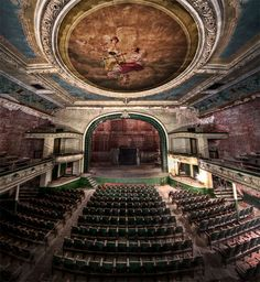 Urban decay photography: the haunting beauty of abandoned theaters - Blog of Francesco Mugnai