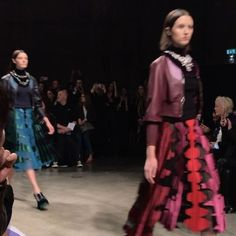 """@marykatrantzou's #FW17 show just made Sunday nights more bearable. And it's just what we needed for the hump day that is Day Three of #LFW. From the Royal Philharmonic Concert Orchestra's live performance of Hans Zimmer's """"Time""""; to Katrantzou's sublime mastery of colours; to the huggable plush fur chubbies and the rustle embellished fringe dresses made  it was pure multi-sensory delight. We are now SO energised for Monday! Blues begone!  London Fashion Correspondent @onefatboy…"""