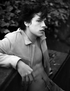 Just a load of hot pics of Cole Sprouse, or Jughead from Riverdale, also shirtless. Dylan Sprouse, Cole M Sprouse, Cole Sprouse Shirtless, Sprouse Bros, Cole Sprouse Jughead, Dylan Et Cole, Zack Et Cody, Cole Sprouse Wallpaper, Riverdale Cole Sprouse