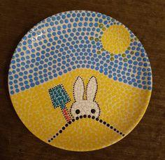 Nijntje #stipstijlvirus #stippen Dot Art Painting, Pottery Painting, Ceramic Painting, Ceramic Cafe, Diy Tableware, Plate Art, Sketchbook Inspiration, Hand Painted Ceramics, Mandala
