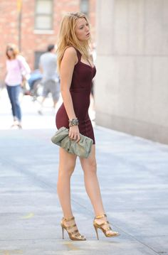 Blake Lively is an american actress, who become famous not with her movies, but more like his flawless style. On this blog I try to document her choices of clothes and hair style throughout the years.