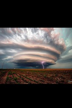 Non-tornadic Supercell, Cuming County, Nebraska Photo Credit: Dave Rebot