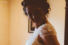 Ester + Danilo | made to order wedding gown and headpiece by A MODISTA | PHOTO Tudo Vira Foto | http://tudovirafoto.com.br/blog/2013/11/ester-danilo-afrikan-house/