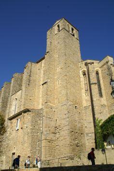 A Laudun l'Ardoise, vous retrouverez une église de style gothique méridional. Impressionnante par ses dimensions Le Gard, Pont Du Gard, Dimensions, Castles, Monument Valley, France, Nature, Travel, Southern Gothic