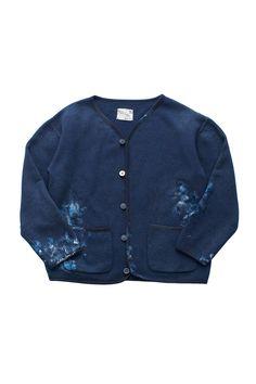 Porter Classic - HAND WORK ARTIST CARDIGAN - BLUE ポータークラシック《ハンドワークアーティストカーディガン》ブルー 「画家の一着」 『色彩はそれ自体が何かを表現している』Vincent van Gogh。 ウール37% × コットン63%のオリジナルスウェットは、コットン100%にはない保温性、快適性に優れた生地。ポケットにしまって付着した筆の絵の具。キャンバスに当たった袖口。ほつれた箇所を直し大切に着続けられた一着をお針子がハンドペイントで表現したカーディガン。画家は作業着さえも美しい。 Porter Classic, Coats, Jackets, Fashion, Down Jackets, Moda, Wraps, Fashion Styles, Coat