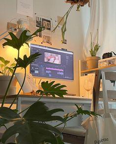 Room Design Bedroom, Room Ideas Bedroom, Bedroom Decor, Chambre Indie, Gaming Room Setup, Desk Setup, Cute Room Ideas, Indie Room, Minimalist Room