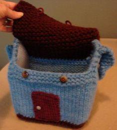 Ravelry: Dollhouse Purse pattern by Jennifer Jones Knitted Dolls House, Knitted Doll Patterns, Easy Knitting Patterns, Knitting For Kids, Baby Knitting, Free Knitting, Knitting Toys, Free Sewing, Knitted Bags