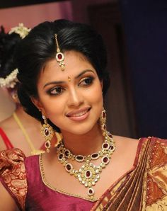 Amala Paul Beautiful Images in Saree. Asian Bride, South Indian Bride, Indian Bridal, Amala Paul Hot, Desi Wedding, Wedding Bride, Wedding Ideas, Wedding Hair, Temple Jewellery