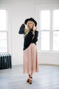 40 Gorgeous Pleated Skirt Outfits