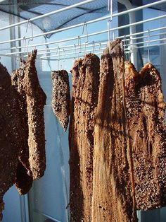 DUDEWORLD - HOW-TO MAKE BILTONG 300g coarse ground dry roasted coriander seed  90g smoky paprika  30g Paprika  30g Cayenne pepper    Keep Separate:  1 Tbl spoon Bi-carb soda (really helps keep the mold at bay)