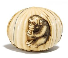 NETSUKE. MONKEY WITH PEACH. IVORY. Mid 19th c. Very well carved and engraved, partly accentuated in dark with beautiful, golden-yellow patina. W.4,5cm