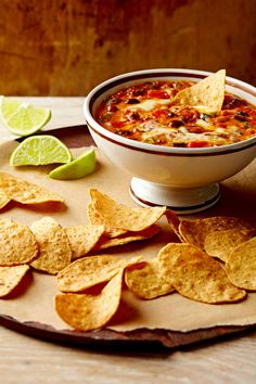 Give your guests a Tex-Mex treat with a satisfying bean dip that brims with flavor thanks to pungent chorizo sausage and spicy chipotle peppers. Slow Cooker Dips, Greek Marinated Chicken, Cheddar Potatoes, Chipped Beef, Crock Pot Dips, Fancy Dinner Recipes, I Chef, Bean Dip