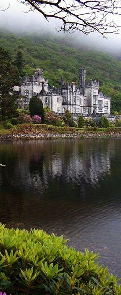 Kylemore Castle, County Galway, Ireland. Побудуй свій замок з конструктора http://eko-igry.com.ua/products/category/1658731