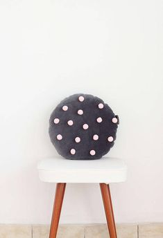 This is super delicate and soft round pillow made of softest polish cotton velvet and embellished with pink pom poms. It brings originality, coziness and a bit magic to every room. This antyallergic cute cushions are ideal add-ons to kids rooms. Colour: Dark Gray Pom pom colour: Pink