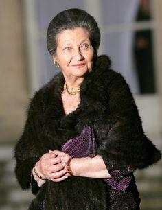 Simone Veil, la femme préférée des Français Simone Veil, Madame, Fur Coat, People, Jackets, Portraits, Icons, Photos, Inspiration