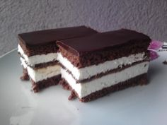Kinder szelet – habkönnyű édesség, könnyű recept! Delicious Cake Recipes, Good Healthy Recipes, Yummy Cakes, Easy Smoothie Recipes, Easy Smoothies, Snack Recipes, Food Cakes, Kinder Delice Coco, New Cake