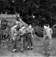 1ra División Blindada Polaca - Reunión informativa antes del ejercicio. Desde la derecha:. Gen Stanislaw Maczek, RTM. T. Wysocki
