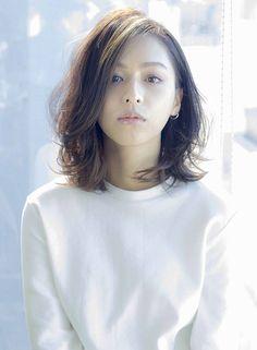 Short hair look Medium Hair Styles, Curly Hair Styles, Natural Hair Styles, Permed Hairstyles, Hairstyles With Bangs, Asian Short Hair, Hair Arrange, Mid Length Hair, Grunge Hair
