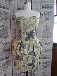 Vintage Sexy Pinup Tiki Print 80's Does 50's by glamtownvintage