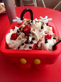 Mickey Kitchen Sink Sundae | DOCES DOS PARQUES in 2018 | Pinterest ...