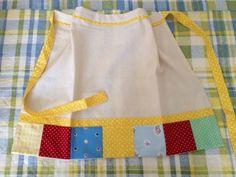 Avental em Linho Acabasmento em baixo com retalhos - patchwork Detalhes em algodão estampado amarelo.   patchretalhinhos.blogspot.com.br