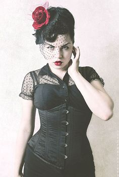 Gothic Pinup & Makeup Tutorial -