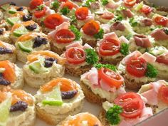 Inspiracie na oslavu - Album používateľky siiiiska - Foto 10 | Modrykonik.sk Bruschetta, Finger Foods, Spinach, Sushi, Sandwiches, Cheesecake, Food And Drink, Healthy Recipes, Ethnic Recipes