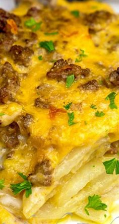 Cheesy Beef & Potatoes Casserole Recipe ~ Flavorful ground beef with sliced potatoes in a creamy and cheesy sauce. A real comfort meal (kid drinks ground beef) Ground Beef Potato Casserole, Hamburger And Potatoes, Ground Beef And Potatoes, Potatoe Casserole Recipes, Casserole Dishes, Sliced Potatoes, Casserole Ideas, Hamburger Casserole, Potato Dishes