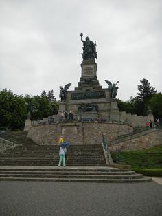 A Niederwalddenkaml - estátua com 10,5 de altura. Erguida para comemorar a vitória na guerra franco-prussiana de 1870-1871.