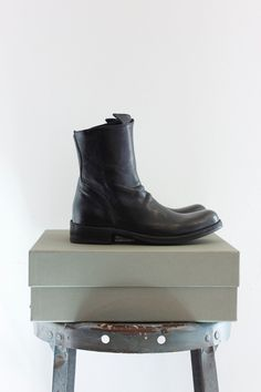 Leather ankle boot with side zipper. Made in Italy