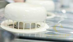 """Секреты зеркальной глазури. Приятно когда торт не только очень вкусный, но и выглядит потрясающе. Как говорит чемпион Франции Гийом Мобие """"Покупает глаз"""". Этот рецепт глазури стал…"""