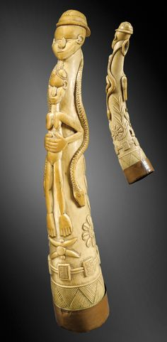 Africa | Oliphant / side-blown horn from the Mende people of Sierra Leone | Ivory; beautiful patina nuanced, milky in the hollows, beige on the reliefs | ca. mid 19th century or earlier