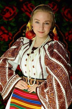 Vintage traditional Romanian costume --Transylvania, from the collection of the wonderful collector Silvia-Floarea Tóth Romanian textiles #embroidery