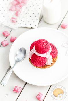 Saint-Honoré aux fruits rouges : framboise, fraises des bois et myrtilles