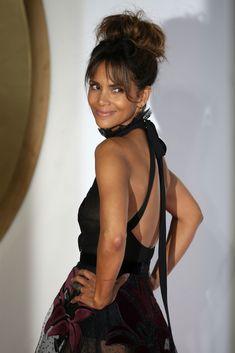 Halle Berry Pixie, Halle Berry Style, Halle Berry Hot, Halle Berry Bikini, Halley Berry, Us Actress, Beauty Contest, Famous Women, Celebs