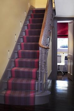 Designers and Makers of unique stripe runners, rugs and fabrics in natural fibres. Simply Luxury for Modern Living Christmas Hallway, Hallway Seating, Stair Runner Installation, Narrow Hallway Decorating, Hallway Inspiration, Hallway Ideas, White Staircase, Stair Landing, Small Hallways