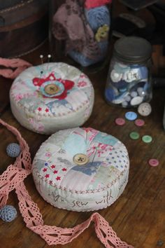 Heart Soul Pincushion - by Hatched and Fabric Patchwork Quilting Moda Quilt Anni Downs, Sewing Crafts, Sewing Projects, Wool Wall Hanging, Needle Book, Creation Couture, Fabric Patch, Sewing Accessories, Sewing Notions