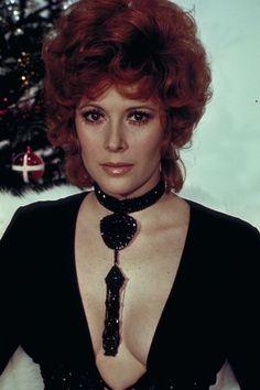 Jill St. John interprète Tiffany Case dans Les diamants sont éternels en 1971.  Son James Bond ? Sean Connery