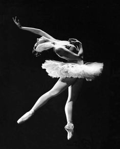 Ballerina Alicia Alonso in `Swan Lake` ballet, late Photo by Maurice Seymour American Ballet Theatre, Ballet Theater, Ballet Class, Ballet Russe, Margot Fonteyn, Nureyev, Misty Copeland, Dance Like No One Is Watching, Ballet Photography